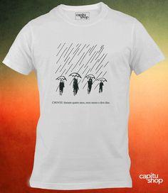 ## Ao comprar, informe o tamanho, o modelo e a cor ## <br> <br>Camiseta masculina Cem Anos de Solidão <br>Camiseta feminina Cem Anos de Solidão <br>Estampada em silk screen <br>Estampa resistente e sem toque <br> <br>Cores <br>Branca <br> <br> Tamanhos <br>P <br>M <br>G <br> <br>Masculina classic <br>Feminina babylook ou longuete <br> <br>As camisetas Capitu Shop são confeccionadas com malha 100% algodão de alta qualidade. Desde que sejam seguidas as instruções de lavagem, elas não encolhem…