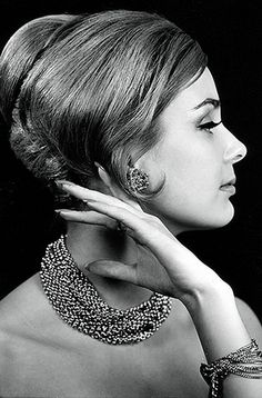 A favorite hairstyle! Inspired by the Michelle Vintage Diamond Engagement Ring from 1950s Hairstyles, Hairstyles Over 50, Vintage Hairstyles, Beautiful Profile Pictures, Pretty Pictures, Decades Fashion, Retro Makeup, Beehive Hair, Rockabilly Hair