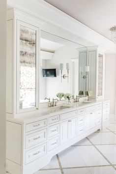 Top 10 Double Bathroom Vanity Design Ideas in 2019 Double Bathroom Vanity Designs Ideas - If area licenses, 2 sink areas offer terrific convenience in common bathrooms. Discover ideas for bathroom vanities with double the space, . Bathroom Mirror Makeover, Bathroom Mirror Design, Bathroom Mirror Cabinet, Small Bathroom Vanities, Bathroom Layout, Bathroom Interior Design, Vanity Bathroom, Bathroom Ideas, Modern Bathroom