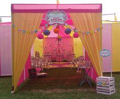 Decoração de Festa Circo Cor de Rosa Carnival Themed Party, Carnival Birthday Parties, Carnival Themes, Circus Birthday, Circus Party, 10th Birthday, Circus Decorations, Carousel Party, Baby Party