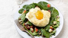 Cloud Eggs with Spinach Salad - Video Recipe - FineCooking Crêpe Recipe, Tuiles Recipe, Dacquoise Recipe, 21 Day Fix, Muesli, Slimming World, Bowls, Spinach Egg, Braised Chicken