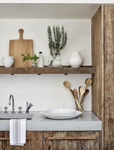 At Home With Chrissie Rucker, Founder of the White Company - Luxury Pool House Photos Alice Coltrane, The White Company, Concrete Kitchen Counters, Kitchen Decor, Kitchen Design, Kitchen Styling, Kitchen Interior, White Books, Timber Flooring