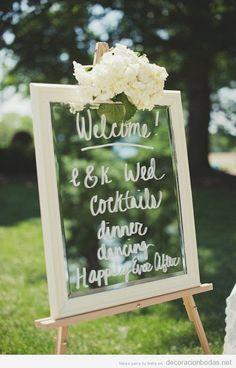 Forma original de dar la bienvenida a tus invitados de boda con un mensaje en un cristal