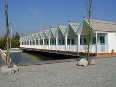 In Neusiedl am See wurde 2002 von GENBÖCK HAUS dieser idyllische Segelhafen angelegt. Die sogenannten Kabanen bieten ausreichend Platz zum Übernachten und auf der sonnigen Terrasse kann die Abendsonne genossen werden. 2009 wurden von GENBÖCK HAUS noch zusätzlich 21 Kabanen errichtet, die sich harmonisch in die gesamte Anlage einfügen. Insgesamt stehen nun direkt am Neusiedler See über 70 Ferienwohnungen zur Verfügung. Weitere Informationen unter www.segelhafen.at Cabin, House Styles, Home Decor, Patio, House, Decoration Home, Room Decor, Cabins, Cottage