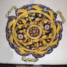 "FOGLIA: 12"" (30cm) Diameter.    This Piece is hand painted in Deruta."