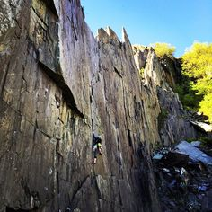 maxw16 Evening #climbing at Bus Stop Quarry, Dinorwig in the sunshine. Solstice route gets you pretty pumped  #northwales #climbing_pictures_of_instagram #tradclimbing #LiveClimbRepeat #tradisrad #theclimbinglife #MEclimbing