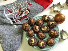 Připravte si vánoční cukroví tak, abyste ani po nejoblíbenějších svátcích v roce nemuseli mít výčitky svědomí. Vyzkoušejte několik tipů nepečeného cukroví, které pro vás připravila naše slovenská copywriterka Viola a ve kterých není v nich ani gram mouky nebo rafinovaného cukru. V žádném případě ale nerezignovala na dokonalý kulinářský zážitek! Raw kakaové bochánky ½hrnku mandlíPokračovat ve čtení Muffin, Paleo, Baking, Deco, Breakfast, Christmas, Recipes, Food, Morning Coffee