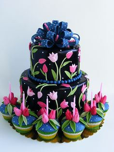 Tulips cake and cupcakes
