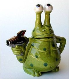Novelty teapots by Andy Titcomb Cute Teapot, Teapots Unique, Ideas Prácticas, Teapots And Cups, Teacups, Tea Cozy, Ceramic Teapots, Chocolate Pots, My Tea