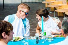 bruidspaar diner humor journlistieke bruidsreportage trouwfotografie beusichem heerenlogement