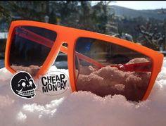 #Sun #Snow #mountains #Winter #Nice #Forest #ski #Snowboard #orange #sunglasses #skull #black Fall Looks, Winter Looks, Girls With Glasses, Snowboard, Oakley Sunglasses, Skiing, Skull, Mountains, Orange