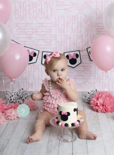 Minnie Mouse 1st birthday, smash cake, Disney, pink and black, Sara Jean Photography