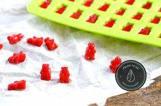Nach unserem ersten Versuch von  selbstgemachten Fruchtgummis, haben wir uns gleich an eine weitere Variante rangemacht. Diesmal etwas farbenfroher, aber genauso fruchtig, zeigen sich hier unsere kleinen Gummibärchen. Mit nur 4 Zuta...