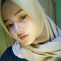 Hijabi Genit: Beautiful Heavenly Angels Full of Smiles Beautiful Hijab Girl, Beautiful Muslim Women, Hijab Niqab, Hijab Chic, Hijab Fashion Inspiration, Style Inspiration, New Hijab, Muslim Beauty, Arab Girls