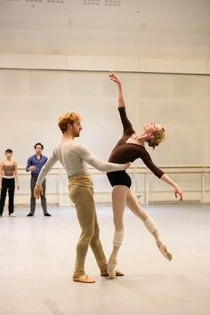 Akane Takada, Tristan Dyer, Steven McRae and Sarah Lamb in rehearsal for Within the Golden Hour, The Royal Ballet © 2016 ROH. Photograph by Bill Cooper