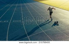 Athlete running on an all-weather running track alone. Runner sprinting on a blue rubberized running track starting off using a starting block. Running Plan, Running Track, How To Start Running, Running Workouts, Training Programs, Workout Programs, Sprinter Workout, Types Of Cardio, Speed Drills