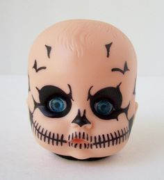 Creepy Skull Baby Doll Head Light by loveandeyeballs on DeviantArt Creepy Baby Dolls, Creepy Clown, Creepy Cute, Halloween Doll, Creepy Halloween, Halloween Stuff, Halloween Party, Diy Halloween Decorations, Halloween Themes