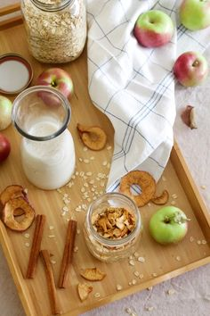These delicious Apple Cinnamon Overnight Oats are a way to save time in the mornings by prepping breakfas the night before. Snack Recipes, Snacks, Easy Recipes, Apple Pie Spice, Apple Chips, Vanilla Greek Yogurt, Apple Cinnamon, Eat Right, Overnight Oats