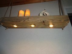 Ein  alter naturbelassener Holzbalken wurde hier zu einer außergewöhnlichen Lampe gefertigt. Der alte Fachwerkbalken wurde gereinigt, gebürstet und geschliffen die Oberfläche ist Natur...