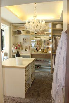So schön kann wohnen sein - mit einem begehbaren Kleiderschrank von CABINET, welcher sich ganz auf deine individuellen Bedürfnisse anpassen lässt.