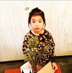 Lee Haru - Daddy's Workplace - What A Great Father Tablo Is. Tablo Epik High, Kang Hye Jung, Lee Haru, Cute Kids, Cute Babies, Superman Kids, Joo Hyuk, Great Father