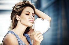 ΝΑΡΚΙΣΣΟΙ... Έρευνα αποκαλύπτει γιατί οι νάρκισσοι είναι πιο ελκυστικοί και δημοφιλείς σε σχέση με τους άλλους ανθρώπους.