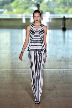 Sclupture top by Lisa Ho Ready-to-Wear S/S gallery - Vogue Australia Lisa Ho, Vogue Australia, Australian Fashion, Knitwear, Ready To Wear, Fashion Show, Runway, Chic, My Style