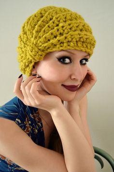 Unsere ganz besondere Kreation, die gerippte Turbanmütze, die in zwei Varianten getragen werden kann. Einmal mittig, dann zur Seite gedreht wirkt der Turban wie eine nostalgische Mütze die einer...