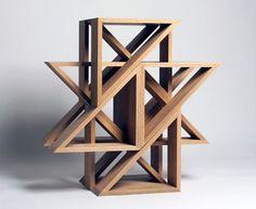 Jaewon Cho est un designer californien à l'origine de J1 Studio, il signe une collection de tabourets sous le nom de M.stool.  Ces assises réalisées en chêne massif se déclinent à l'infini et offrent la possibilité de les assembler et de les superposer pour créer de magnifiques sculptures aux lignes géométriques et asymétriques.