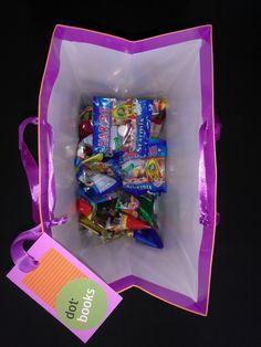 Unser dot macht sich überall gut - auch auf dieser Haribo-süßen Geschenktüte, die wir unseren Freunden von GRIN und Bilandia überreicht haben.