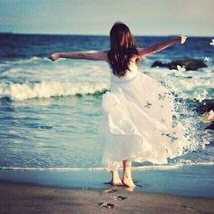 Beach Fashion Photography, Little Girl Photography, Artistic Photography, Photography Women, Girls Dp Stylish, Stylish Girl Images, Alone Girl Pic, Freedom Girl, Deep Photos