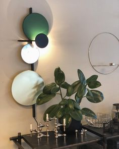 💚 Vi bare elsker den nydelige Plante Lamp fra Please Wait to be Seated🥰  #planetlamp #pwtbs #pleaswaittobeseated #vegglampe #walllamp #belysning #greenliving