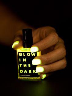 American Apparel - Glow in the Dark Nail Polish, Para las amantes de #vidanocturna ;)