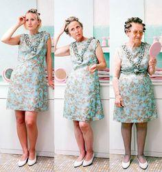 3 générations de femmes posent avec les même habits