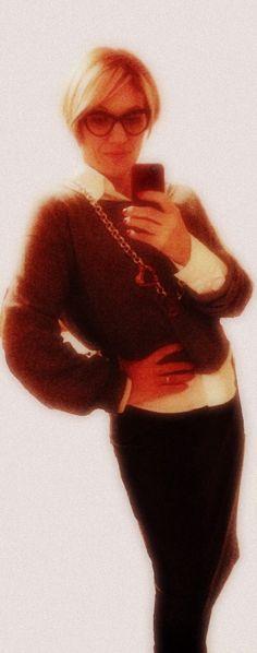Gonna eco pelle Zara, maglia Benetton, camicia Nara Camicie, collana Coloris di Barbara Camerino