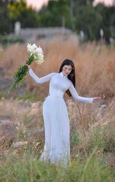 Asian Fashion, Fashion Beauty, Ao Dai Vietnam, Wedding Dresses, Beautiful, Women, Nature, Asian Beauty, Bride Dresses