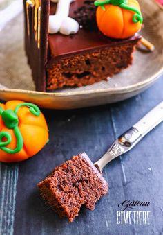 Recette du gâteau cimetière pour Halloween #halloween #gâteau #cimetière Petite Meringue, Biscuit Oreo, Fete Halloween, Totalement, Cereal, Breakfast, Desserts, Food, Scary