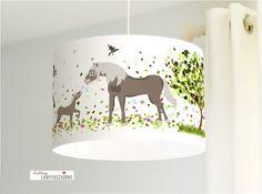 Weil Pferde einfach wunderschöne Tiere sind, haben wir für alle kleinen und großen Pferdeflüsterinnen diesen tollen Lampenschirm entworfen.    Falls ihr andere Farbkombinationen oder eine...