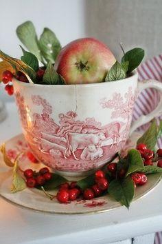 Lady Apple Tea Cup Berries