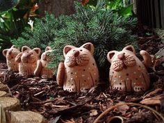 Keramická dílna Hliněnka: mini čičinky Hand Built Pottery, Christmas Ornaments, Holiday Decor, Mini, Pottery Ideas, Pictures, Porcelain Ceramics, Cat Breeds, Cats