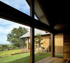 Image 7 of 12 from gallery of Jamberoo Farm House / Casey Brown Architecture. Photograph by Patrick Bingham-Hall Interior Architecture, Interior And Exterior, Interior Design, Installation Architecture, Home Id, New Farm, Sliding Glass Door, Farmhouse Design, Traditional House
