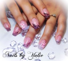 """""""Sweet Touch""""  This full set has a natural look with a hint of pink sparkle at the tip. Zebra design with a 3-D flower"""