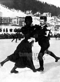 Paar beim Eislaufen ullstein bild - ullstein bild/Timeline Images #1907 #Schlittschuhlaufen #IceSkating #Winter #Sport #Alpen #IceDancing #Eistanzen