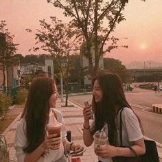 Couple Aesthetic, Korean Aesthetic, Ulzzang Korean Girl, Ulzzang Couple, Best Friend Pictures, Bff Pictures, Foto Best Friend, Korean Girlfriend, Friendship Photography