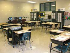 Fourth Grade Classroom Blog :-) - http://thefourthgradechronicles.blogspot.com/