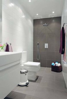 Awesome Modern Small Bathroom Design Related To Home Remodel in Amazing Modern Bathroom Ideas - Best Home & Party Decoration Ideas Natural Small Bathrooms, Small Bathroom Tiles, Simple Bathroom Designs, Grey Bathrooms, Modern Bathroom Design, Bathroom Flooring, Amazing Bathrooms, Bathroom Interior, Bathroom Ideas