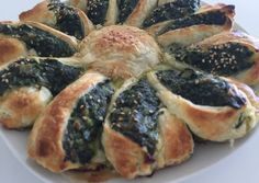 Girasol de espinaca y ricota. Lillith might like to try something like this. Tapas, Savory Tart, Spanakopita, Pork, Chicken, Meat, Cooking, Ethnic Recipes, Quiches