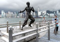 Bruce Lee statue Avenue of Stars Hong Kong. Read more about Avenue of Stars here: http://mithunonthe.net/2012/09/12/hong-kong-tsim-tsa-tsui-chungking-mansion-avenue-of-stars-kowloon/ #hongkong #travel #brucelee #avenueofstars