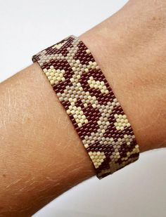 Animal Leather Bracelet, Leopard in glass beads, Peyote fabric by my hands . Bead Loom Bracelets, Peyote Patterns, Bracelet Patterns, Beading Patterns, Bead Embroidery Jewelry, Seed Bead Jewelry, Beading Projects, Peyote Stitch, Beaded Bracelets