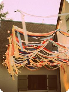 Backyard party - can also use the streamers as a photo booth backdrop #sweetbooths #photobooth